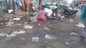 Bãi rác giữa Bến xe Chợ Lớn