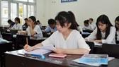 Thí sinh làm bài thi kỳ thi THPT quốc gia 2017 tại cụm thi An Giang