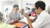 Người dân làm thủ tục đất đai tại huyện Bình Chánh