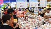 Khách hàng trở lại sau tết với hệ thống bán lẻ của Saigon Co.op. Ảnh: THANH TẤN