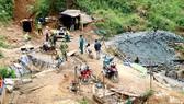 Mỏ thiếc trái phép tại huyện Lạc Dương (Lâm Đồng) bị lực lượng chức năng giải tỏa. Ảnh: ĐOÀN KIÊN