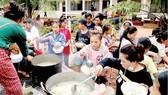Tình người trong thảm họa ở Lào