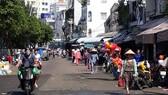 Trên đường Nguyễn Ngọc Phương,  chợ tự phát đã thông thoáng hơn
