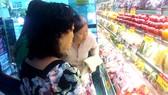 Mua sắm hàng hóa chất lượng ở siêu thị