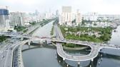 Cầu Nguyễn Văn Cừ, TPHCM. Ảnh: HOÀNG HÙNG