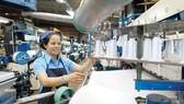 Doanh nghiệp dệt may trong nước ngày càng chủ động khâu dệt sợi để tạo giá trị cao cho sản phẩm. Ảnh: CAO THĂNG