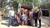 Nhóm từ thiện thăm các cháu đang được nuôi dạy tại thiền viện