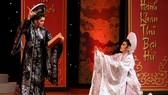 """NSƯT Tú Sương và NSƯT Quế Trân trong lớp diễn  """"Xử án Thượng Dương"""", trích đoạn vở """"Câu thơ yên ngựa"""""""