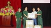 Báo SGGP tặng thuốc chữa bệnh cho đồng bào Trường Sơn