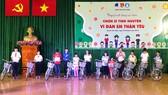 Trao tặng xe đạp và hàng ngàn quyển tập cho học sinh huyện Hóc Môn