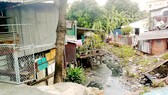 """Một đoạn kênh trên địa bàn quận Bình Thạnh đang bị """"bức tử"""""""