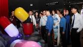 """Đông đảo người trẻ tham quan nhà triển lãm hại của ma túy"""""""