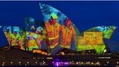 Nhà hát Opera Sydney chiếu sáng những cánh buồm để tưởng nhớ những người lính cứu hỏa