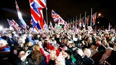 Người dân Anh đổ ra đường chúc mừng sự kiện Anh chính thức rời khỏi EU ngày 31-1-2020. Ảnh: REUTERS