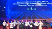 Bộ Quốc phòng trao giải thưởng VHNT, báo chí cho các tác giả phía Nam
