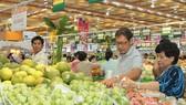 Nhiều hàng hóa bày bán tại hệ thống siêu thị trên địa bàn TPHCM