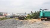 Bến bãi cát đá lậu ở bờ kênh Tham Lương