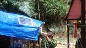 Lắp đèn thắp sáng bằng năng lượng mặt trời tại huyện Nam Giang