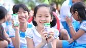 Chương trình đã mang đến một ngày hội cho trẻ em miền núi tỉnh Quảng Nam với thông điệp niềm vui uống sữa tại trường nhân dịp 1-6
