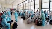 Các biện pháp về an ninh, an toàn và vệ sinh dịch tễ được thực hiện nghiêm túc trong suốt chuyến bay. Ảnh: Bộ Ngoại giao