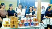 Khu gian hàng tỉnh Đồng Tháp trong Chương trình kích cầu tiêu dùng. Ảnh: CAO THĂNG