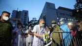 Tối ngày 20-8, sau khi Bộ Y tế công bố rút ca bệnh 994 khỏi danh sách người nhiễm Covid - 19 tại Việt Nam, Bệnh viện E đã gỡ bỏ phong tỏa. Ảnh: VIẾT CHUNG