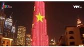 Quốc kỳ Việt Nam tung bay tại tòa tháp cao nhất thế giới Burj Khalifa ở Dubai