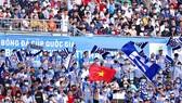 Các CĐV  hào hứng trên khán đài sân Bà Rịa trong khuôn khổ Cúp quốc gia 2020. Ảnh: DŨNG PHƯƠNG