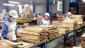 Doanh nghiệp chế biến gỗ nhận nhiều đơn hàng nhưng khó tuyển dụng lao động