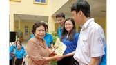 Bà Lý Kim Mai trao học bổng cho học sinh nghèo, hiếu học  năm học 2019-2020