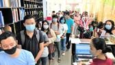 Nhóm bạn trẻ tham gia hiến máu nhân đạo tại quán trà và thiền trên đường Phạm Ngọc Thạch (quận 3, TPHCM)