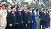 Đoàn đại biểu dự Đại hội đại biểu Đảng bộ TPHCM lần thứ XI dâng hương các Anh hùng Liệt sĩ, tưởng nhớ Chủ tịch Hồ Chí Minh