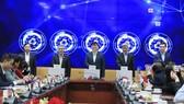 GS.TS Nguyễn Thanh Long, Bộ trưởng Bộ Y tế cùng các đại biểu ấn nút  khai trương Cổng Công khai y tế. Ảnh: Bộ y tế