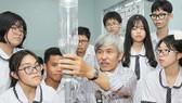Thầy Phạm Đông Phương, giáo viên bộ môn Vật lý, Trường THPT Nam Kỳ Khởi Nghĩa (quận 11). Ảnh: HOÀNG HÙNG