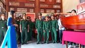 Cán bộ, chiến sĩ lực lượng vũ trang tỉnh Cà Mau tham quan Di tích khởi nghĩa Hòn Khoai