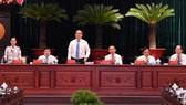 Đồng chí Nguyễn Thiện Nhân cùng các đồng chí lãnh đạo TPHCM dự Hội nghị Thành ủy TPHCM lần thứ 3. Ảnh: VIỆT DŨNG