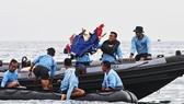 Boeing phối hợp Indonesia điều tra vụ tai nạn máy bay. Trong ảnh: Lực lượng cứu hộ đã tìm thấy nhiều mảnh vỡ của chiếc máy bay gặp nạn. Ảnh: JAKARTA POST