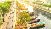 """Lễ hội """"Trên bến dưới thuyền"""" tại Bến Bình Đông, quận 8, được đưa vào  chuỗi sự kiện văn hóa, nghệ thuật, lễ hội tiêu biểu thường niên của TPHCM.  Ảnh: DŨNG PHƯƠNG"""