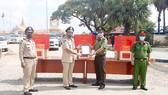 Công an TPHCM và Long An trao tặng kinh phí, trang thiết bị y tế  cho Cảnh sát Hoàng gia Campuchia