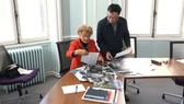 Ê kíp sản xuất đã thu thập tư liệu, phỏng vấn nhiều nhân chứng trong nước và quốc tế