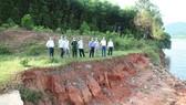 Lãnh đạo UBND tỉnh Hà Tĩnh kiểm tra hồ chứa trên địa bàn. Ảnh: DƯƠNG QUANG