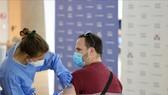 EU cảnh báo pháp lý đối với tiêm mũi vaccine Covid-19 tăng cường