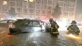 Đường phố New York ngập trong nước