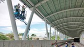 Công nhân đang thi công  hệ thống Metro tại trạm Ba Son. Ảnh: HOÀNG HÙNG