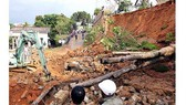 Khẩn cấp di dời 36 hộ dân dưới núi Gành, Bình Định