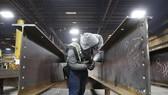 Nhu cầu tiêu thụ thép điên cuồng tới nỗi các nhà máy sản xuất tại Mỹ phải dừng nhận đơn hàng trong vài tuần gần đây. Ảnh: Bloomberg.