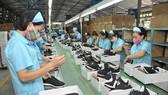 Nhiều doanh nghiệp da giày đã có đơn hàng đến cuối năm. Ảnh: Báo Công thương