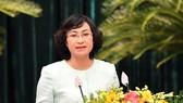 Phó Chủ tịch UBND TPHCM Phan Thị Thắng báo cáo tóm tắt tờ trình về kế hoạch đầu tư công trung hạn giai đoạn 2021-2025 của TPHCM. Ảnh: Việt Dũng
