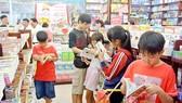 Đọc sách trong những ngày hè của trẻ em TPHCM