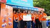 Tại quán cơm Nụ Cười 1 và Nụ Cười 4, tập thể nhân viên Digiworld Sài Gòn đã trao tặng 2 chú heo đất  với tổng trị giá 5,6 triệu đồng